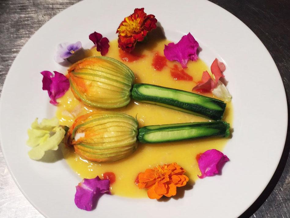花ズッキーニのファルシ エビと白身魚のムース詰め