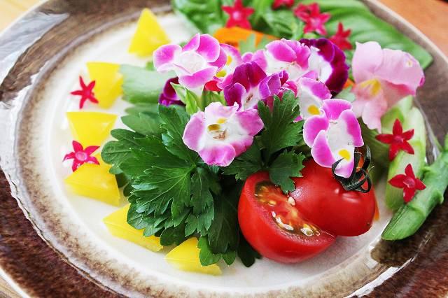 華やか花サラダ